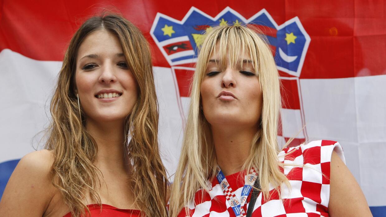 Disfruta de las mejores imágenes de las aficionadas croatas que p...