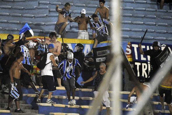 En tanto en el estadio Centenario de Montevideo y con algunas intervenci...