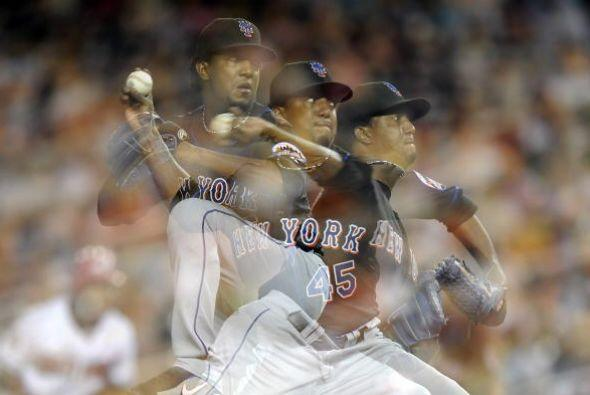 Durante su contrato de cuatro años con los Mets, Martínez se fue de 32-2...