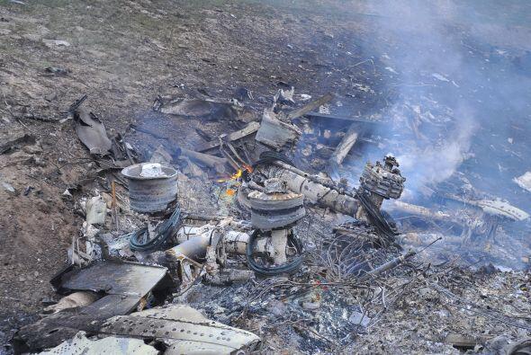 """Los testigos indicaron que el avión empezó a """"desmoronarse"""" cuando todav..."""