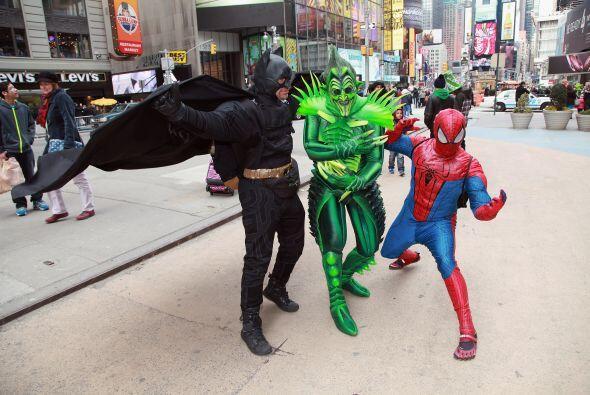 """La policía (NYPD) identificó al """"spiderman"""" como Moussa Ra..."""