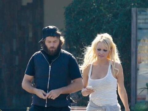 La famosa de 'Baywatch' salió de compras con su marido, Rick Salo...