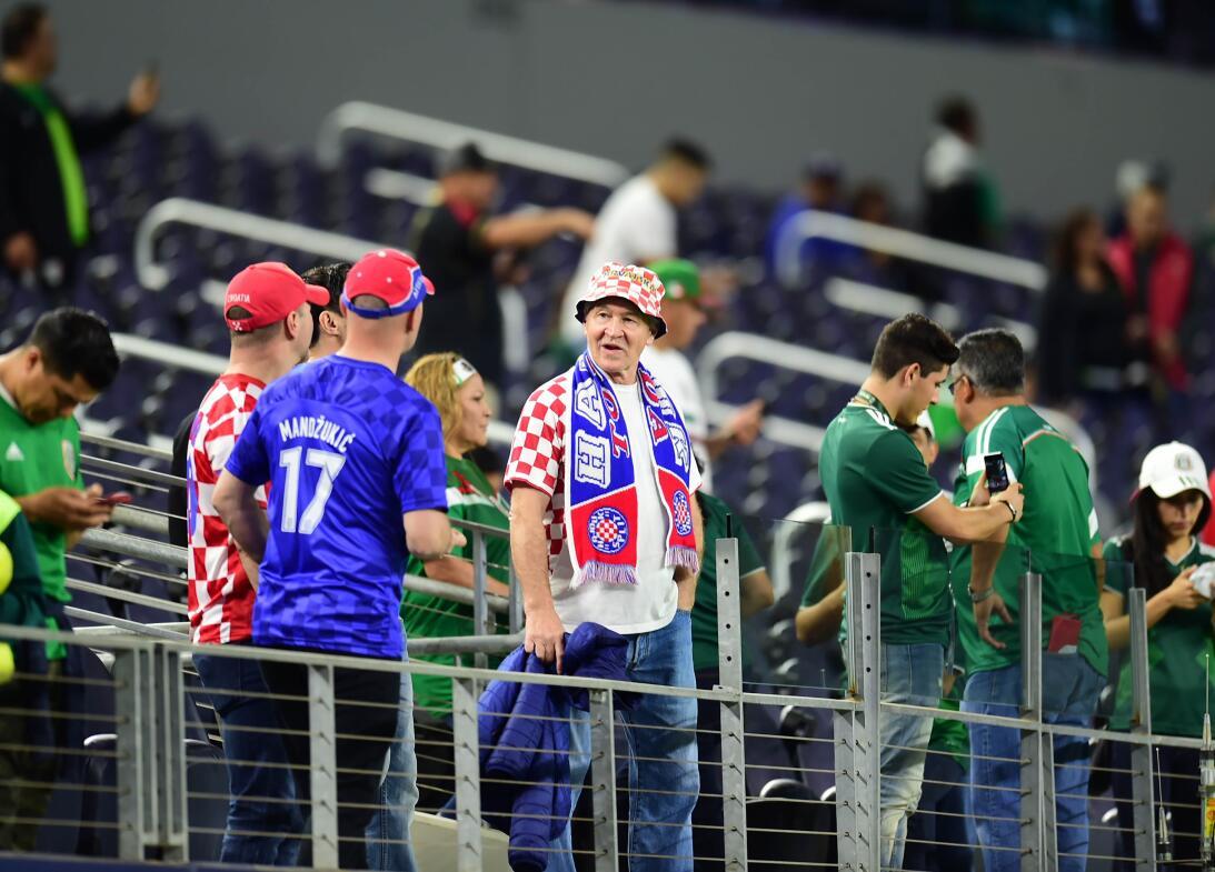 Belleza y buen ambiente en Dallas para el juego del Tri ante Croacia 201...