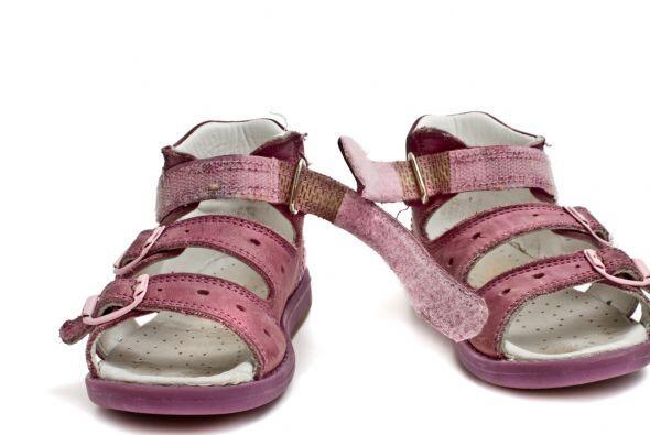 Las sandalias. Busca opciones que tengan el talón cubierto, y buenos 'st...