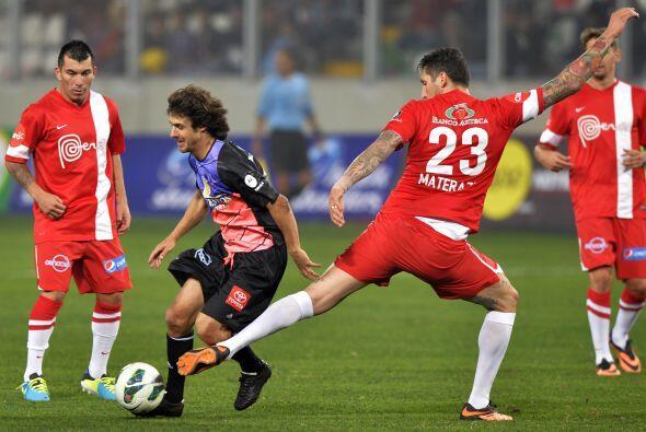 Pablo Aimar demostró que aún tiene fútbol en sus pi...