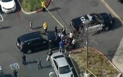 La balacera se reportó alrededor de las 2:20 en la plaza The Oaks...