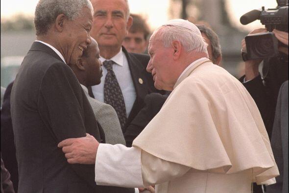 Aquí con el fallecido papa Juan Pablo II.
