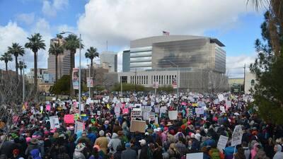 La Marcha de Mujeres hizo presencia en Arizona donde participaron miles de personas