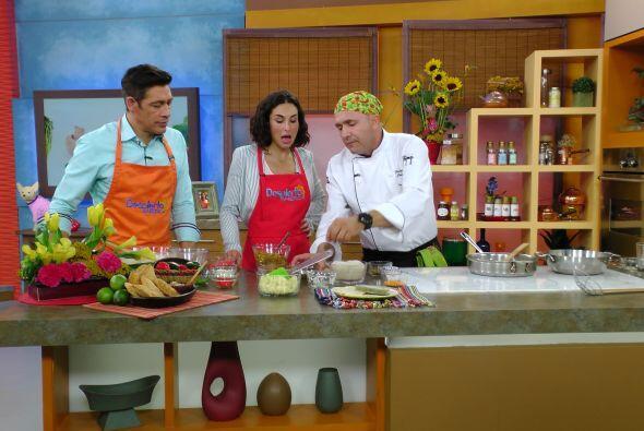 También se metió en la cocina y ayudó al Chef a preparar una deliciosa r...
