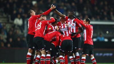PSV derrota al Ajax y deja al Feyenoord a un paso del título