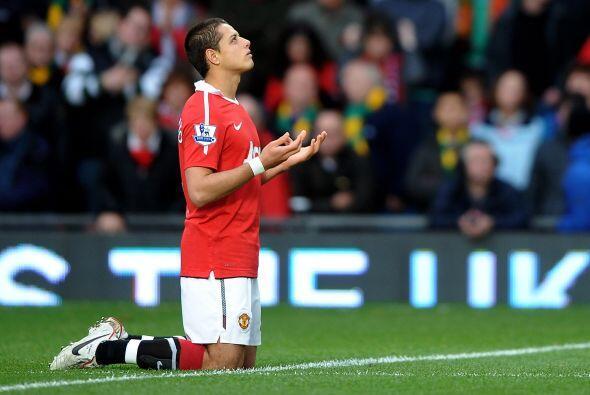 Javier Hernández no pudo convertir pero se mostró muy acti...