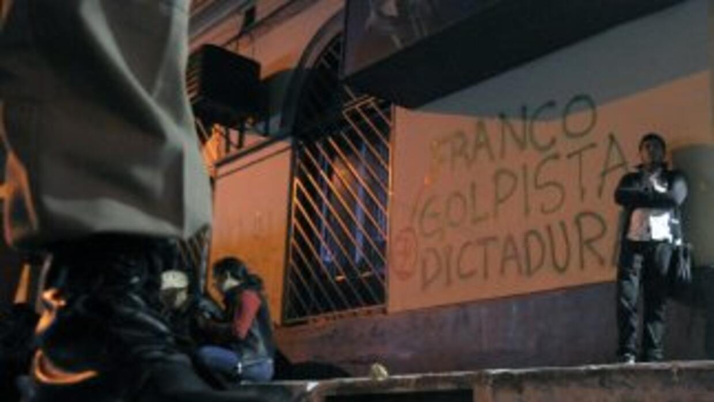 """Mensajes como """"fuera Florerico"""", """"¿para qué sirvió mi voto?"""", """"Franco go..."""