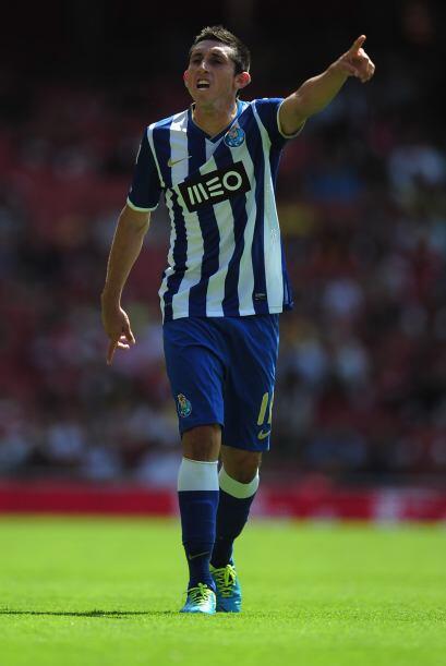 Héctor Herrera es pretendido por el Liverpool pero el mediocampista ha m...