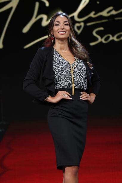 Las chicas desfilaron con los diseños de la colección de Thalía. Francis...