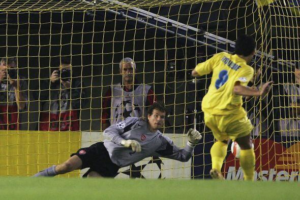 En el 2005 disputó la Champions League con el Villarreal (primera del eq...