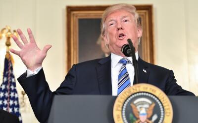 El presidente Donald Trump habla ante la prensa este 23 de marzo antes d...