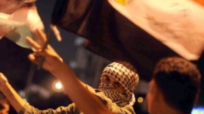 Testigos dijeron que los manifestantes invadieron una sala reservada a l...