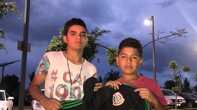 Fan de 'Chucky' burló seguridad; Lozano lo reconoció y lo premió