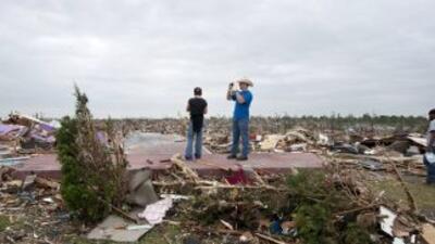Joplin, Missouri, castigada por un tornado el domingo que dejó 116 muert...