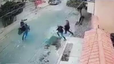 Unas mujeres enfrentaron a dos ladrones en plena calle en México