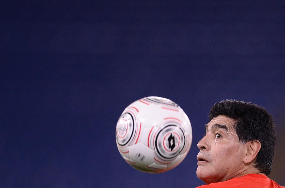 Diego Maradona y su show en el 'Partido por la paz' GettyImages-61418760...