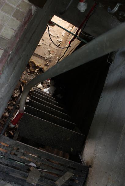 El túnel que estaba debajo de la tina de su casa conectaba con otras sie...