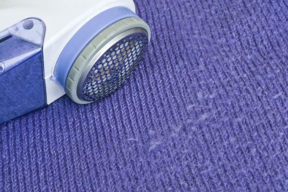 Elimina las famosas bolitas. Lavar tus suéteres del revés...