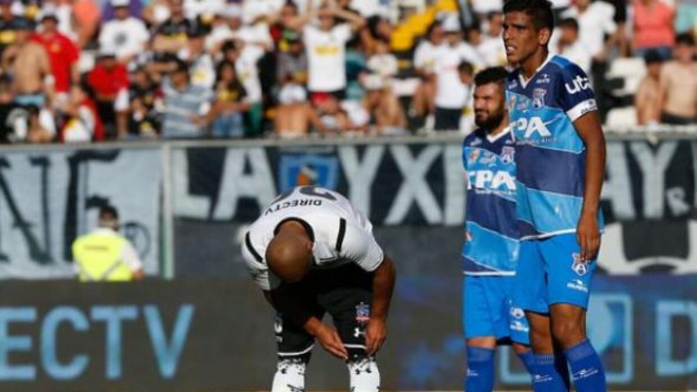 Chupete Suazo no pudo hacer nada para evotar la derrota de Colo Colo.