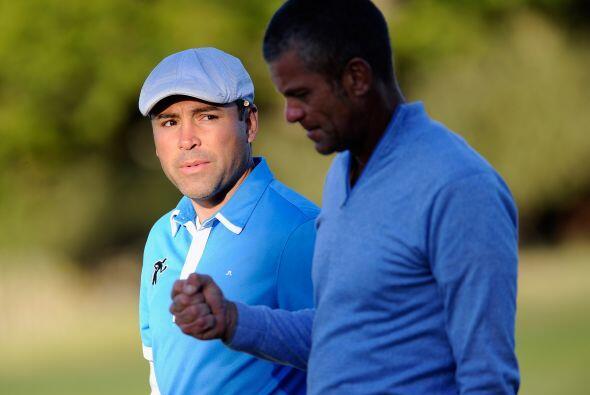 Oscar De la Hoya, mientras piensa en su posible retorno a los encordados...