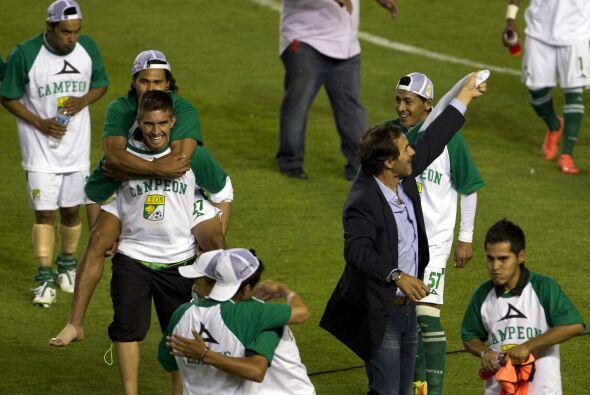 En el Clausura 2012 se convirtió oficialmente en entrenador de los Panza...