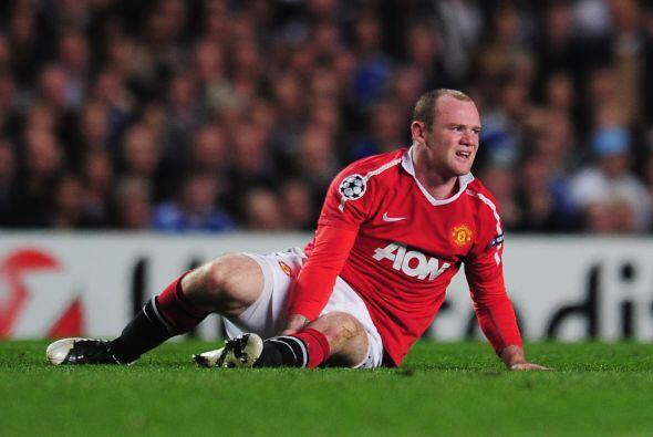 Rooney recibió una marca más encimosa para no dejarlo recibir la pelota...