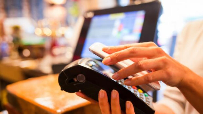 El pago digital a través del móvil es cada vez más común.