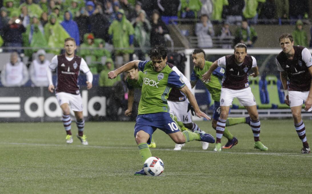 Los colores del fútbol en Seattle en la MLS GettyImages-625225258.jpg
