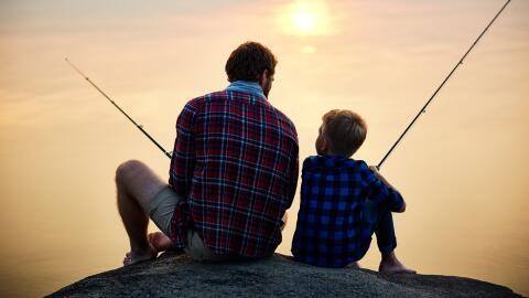 Los hombres son más propensos a mostrar cariño mediante al...