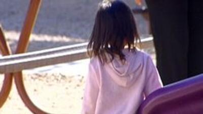 Niña jugando en un parque de Phoenix