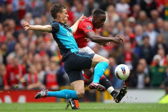 Los 'Red Devils' iniciaron en el ataque con Wayne Rooney y el joven Dani...
