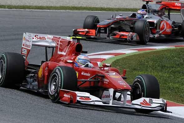 Alonso y Button pelearon durante la primera mitad de la carrera, pero el...