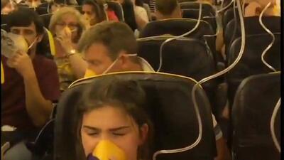 Decenas de pasajeros resultan heridos en vuelo de Ryanair que perdió presión y cayó 26,000 pies