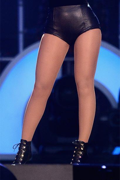 Otra de las cantantes más hermosas y populares del momento, que le canta...