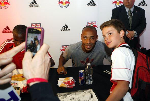 La afición ha recibido muy bien a Thierry Henry.