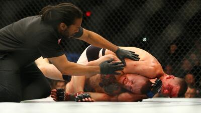 Nate Díaz domina a McGregor en la lona