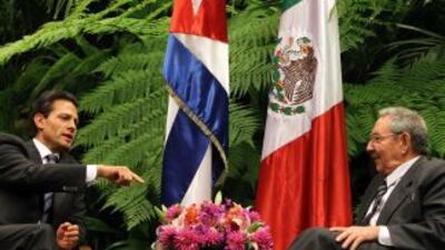 Enrique Peña Nieto y Raúl Castro
