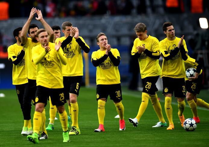 Borussia Dortmund le rinde homenaje a Marc Bartra GettyImages-667700588.jpg
