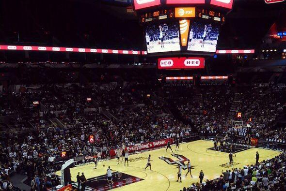 Este miércoles, los San Antonio Spurs regresan al AT&T Center, y dan un...