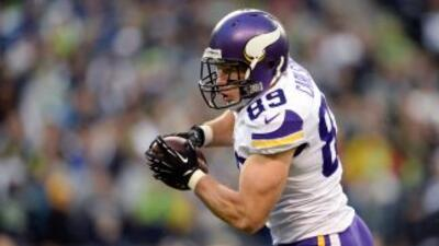 John Carlson busca nuevo equipo (AP-NFL).