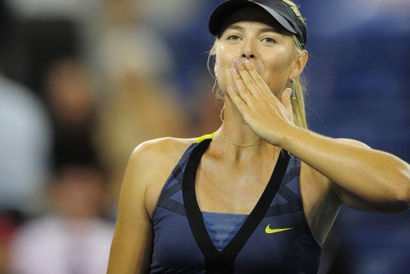 La consentida de la afición, María Sharapova, venció sin problemas aAna...