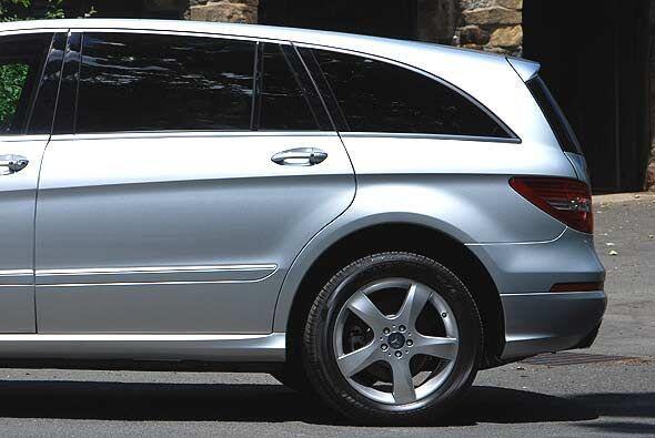 . En Estados Unidos se ofrecerá el Mercedes-Benz R 350 BlueTEC 4MATIC, u...