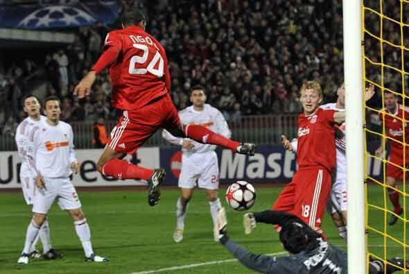 Este acrobático gol de N'Gog bastó para la victoria del Liverpool.