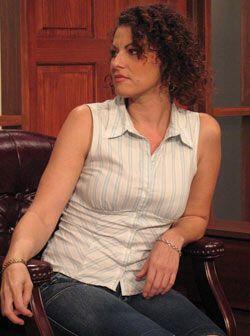 Rubí es la tía de Mike quien quiere que su sobrino deje a Dania porque d...
