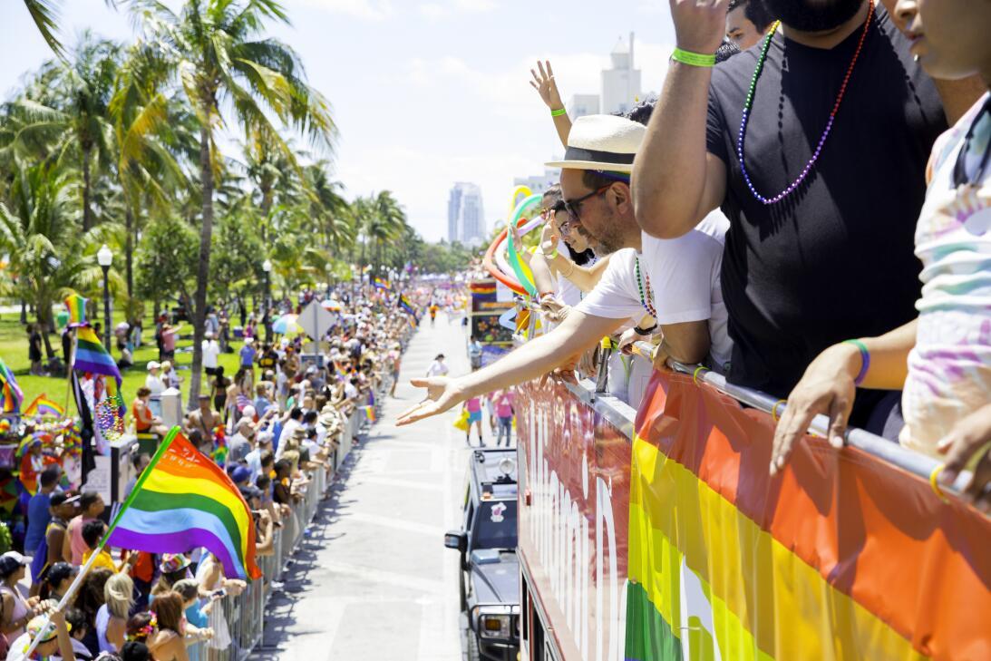 Cientos de personas de todas las edades se acercaron al desfile que se d...